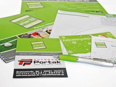 Drucksachen wie Flyer, Broschüren, Briefbögen, Visitenkarten u.v.m.