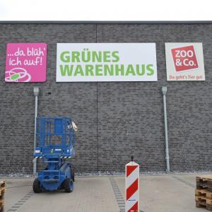 Werbebeschriftung Grünes Warenhaus